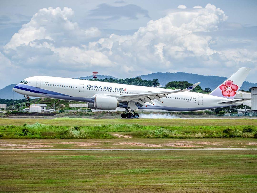 ve-may-bay-China-Airlines (1)